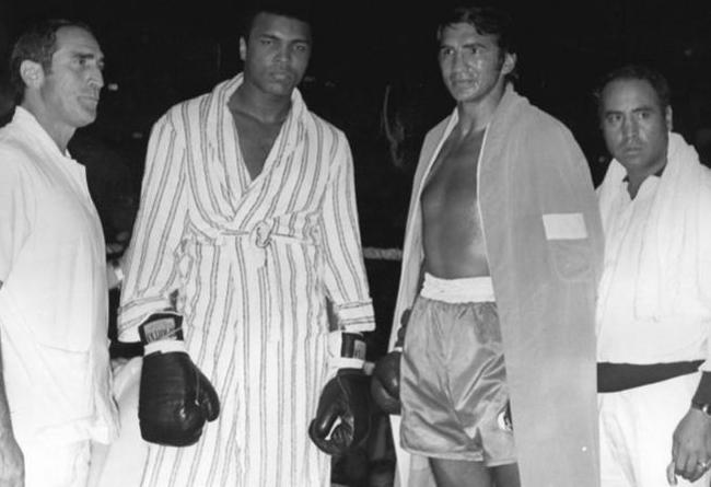 Peralta en una exhibición con Ali en España, en 1972.