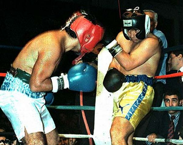 Maradona vistea ante el ataque de Laciar. Fue hace casi 20 años.