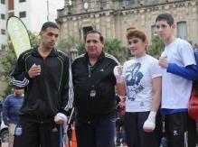 Marcela con su marido Ramón y los hijos Maxi y Josué; una mamá con los guantes bien puestos.